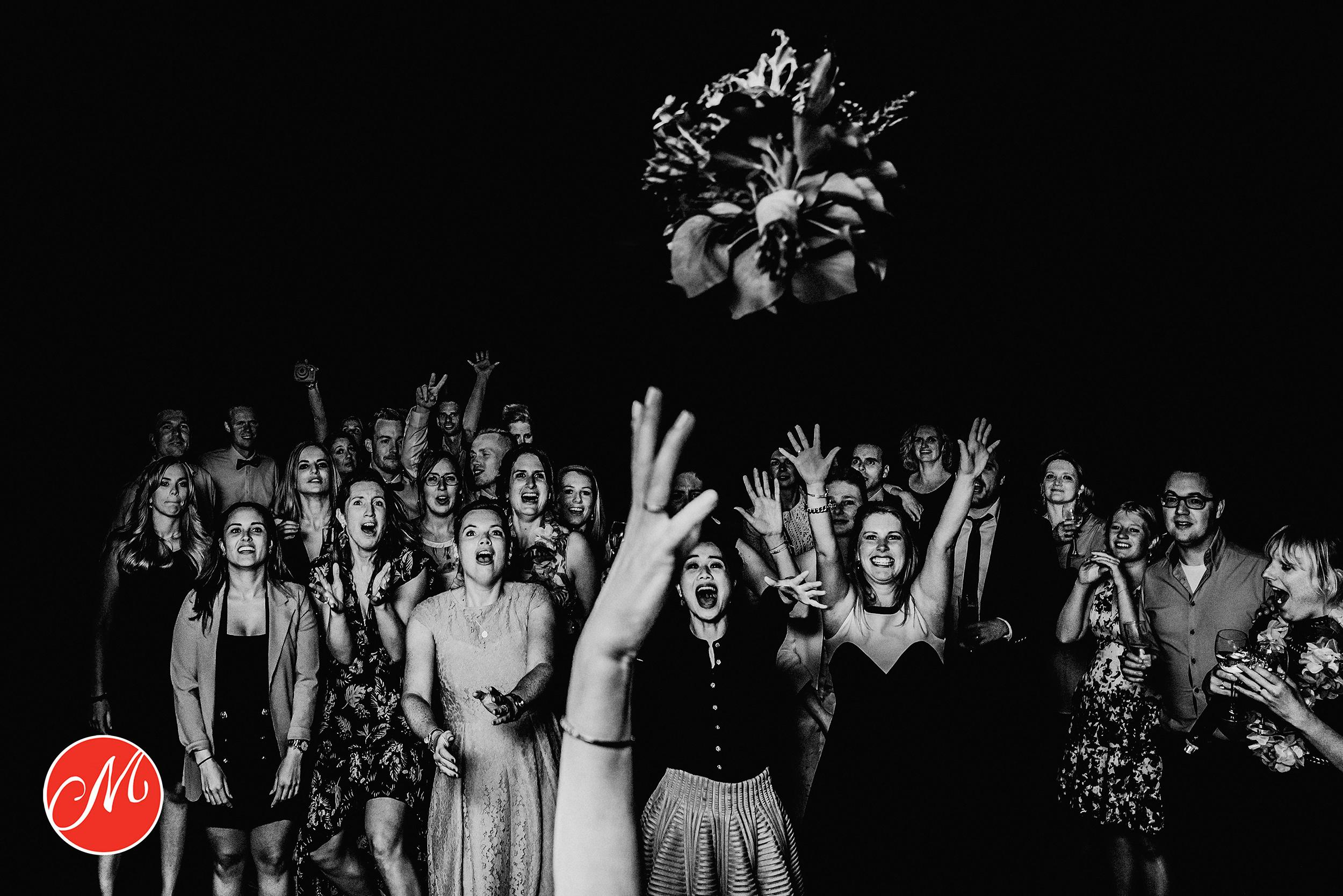 bruidsfotograaf Tjeerd Paul Jacobs wint masters award met foto gooien bruidsboeket